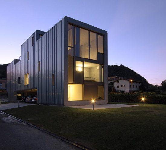 Bless Gebäudehüllen: Referenz Stocker Lee Fassade