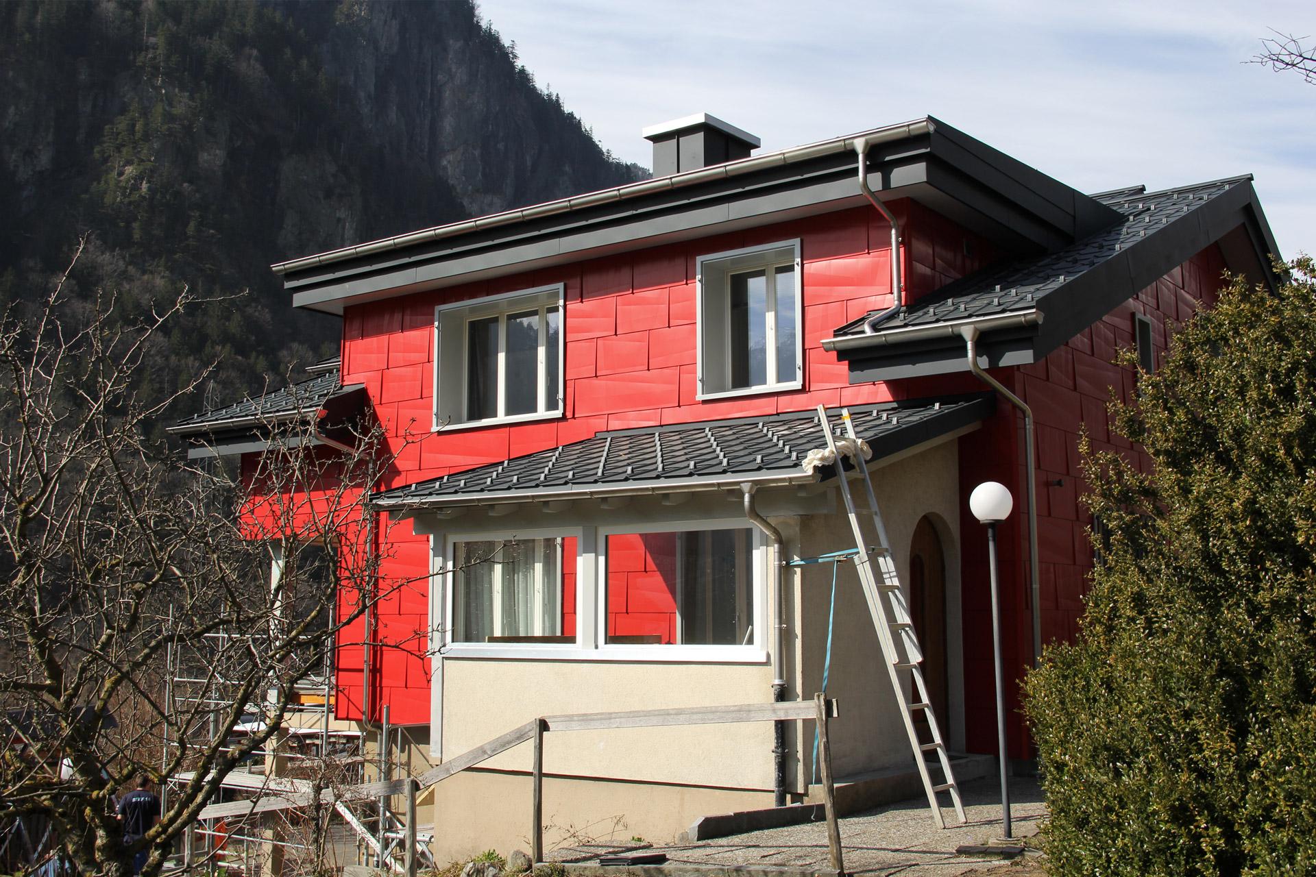 Wohnhaus Silenen nach Renovation mit PREFA